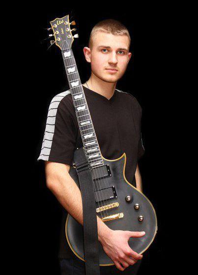 Артур Атрощенко- професійний гітарист з багаторічним досвідом. Інструментальна гітарна музика зробить свято Ваших гостей незабутнім!