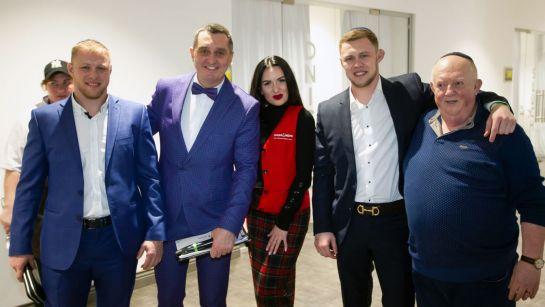 Дядя Жора с командой и гостями на празднике Пурим 2020
