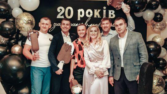 Лучшие сотрудники на корпоративе ВАЮР 20 лет Влюбленные в мороженое с ведущим Дядей Жорой