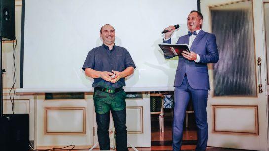 Объявление победителя на корпоративе ВАЮР 20 лет Влюбленные в мороженое с ведущим Дядей Жорой