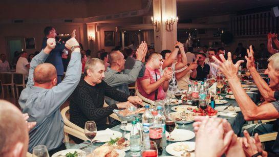 Поздравление за столом на корпоративе ВАЮР 20 лет Влюбленные в мороженое с ведущим Дядей Жорой