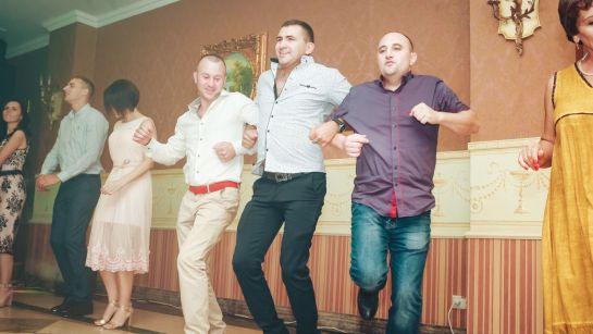Зажигательные танцы на корпоративе ВАЮР 20 лет Влюбленные в мороженое с ведущим Дядей Жорой