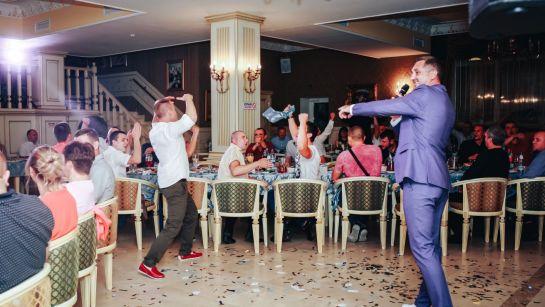 Танцевальный конкурс от Дяди Жоры на корпоративе ВАЮР 20 лет Влюбленные в мороженое