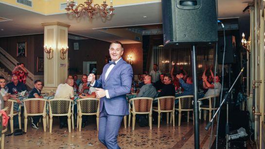 Дядя Жора танцует на корпоративе ВАЮР 20 лет Влюбленные в мороженое