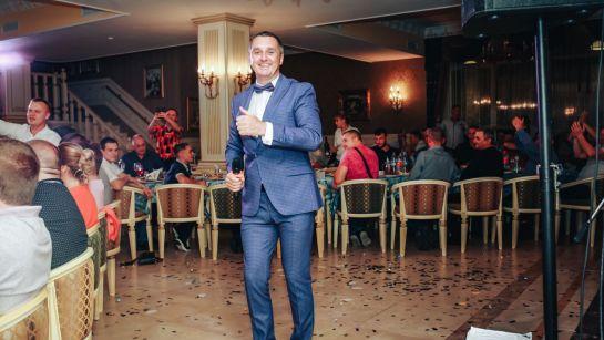 Дядя Жора развлекает гостей на корпоративе ВАЮР 20 лет закохані в морозиво