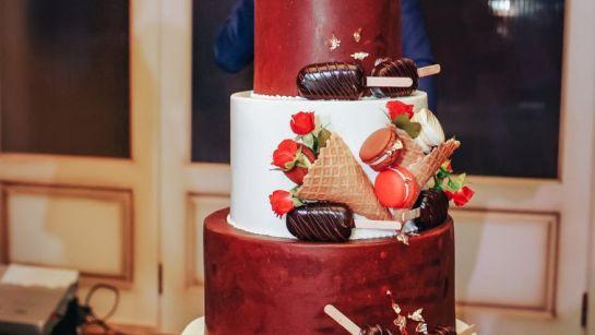 Праздничный торт на корпоративе ВАЮР 20 лет закохані в морозиво с Дядей Жорой