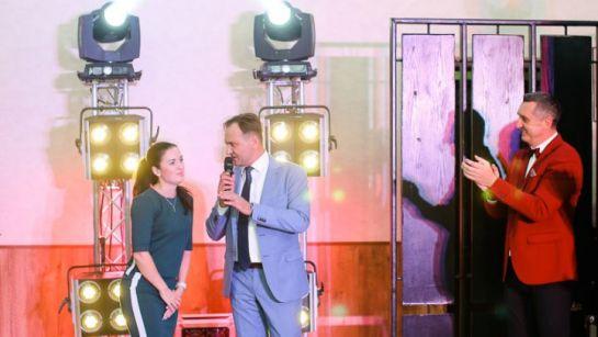 Дядя Жора с ведущими на свадьбе Виктории и Александра в Магдалиновке с Дядя Жора Company