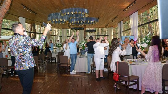 Танцуют все на вечеринке-сюрприз ко Дню рождения Анатолия от Дядя Жора Company