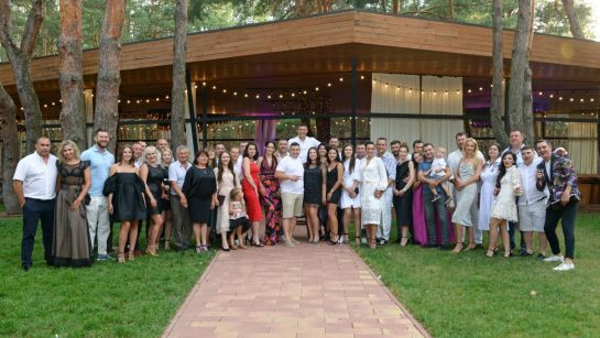 Друзья и родственники на вечеринке-сюрприз ко Дню рождения Анатолия с Дядя Жора Company