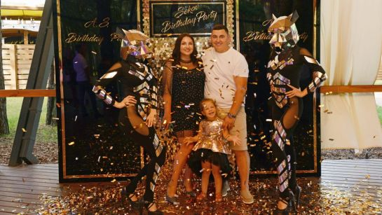 Семейное фото на вечеринке-сюрприз ко Дню рождения Анатолия от Дядя Жора Company