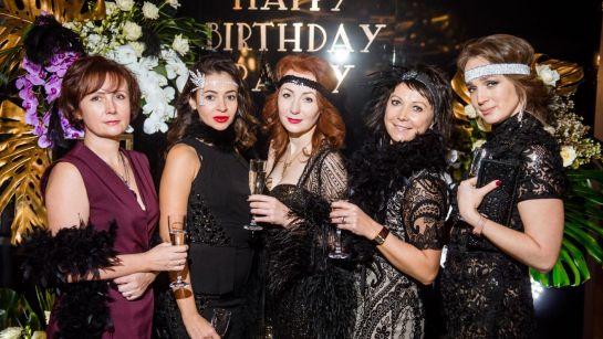 Очаровательные девушки на вечеринке Gatsby birthday party с Дядя Жора Company