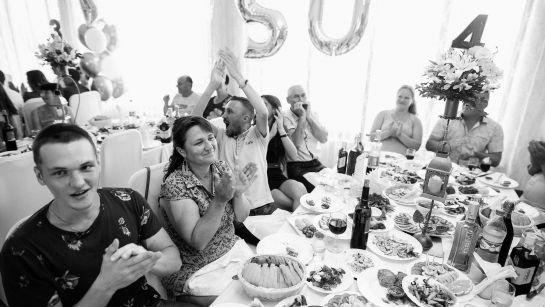 Радостные гости на Юбилее 50 лет в г.Гайворон с Дядя Жора Company
