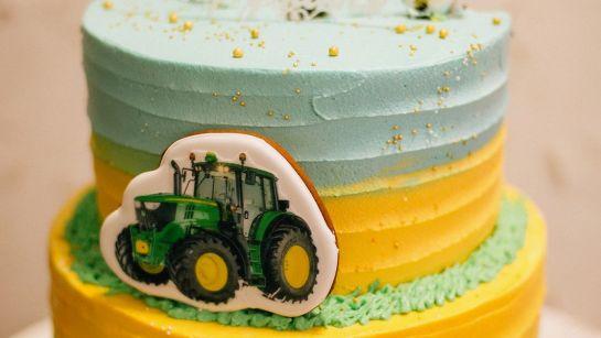 Праздничный торт на Юбилее 50 лет в г.Гайворон с Дядя Жора Company