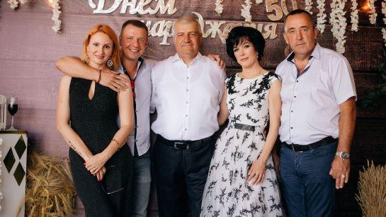 Семейное фото на Юбилее 50 лет в г.Гайворон с Дядя Жора Company